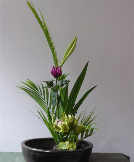1. 直立型插花
