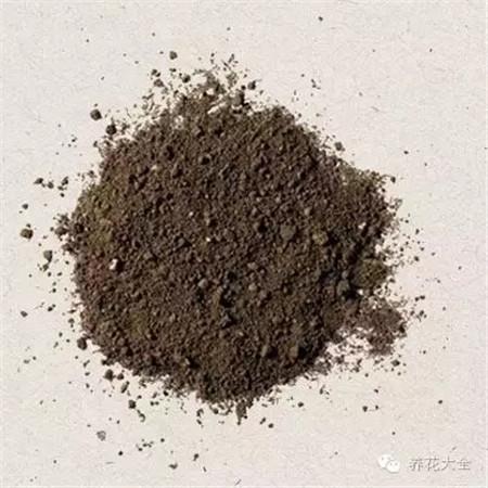 土壤硬块多