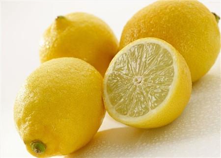 柠檬泡水的方法
