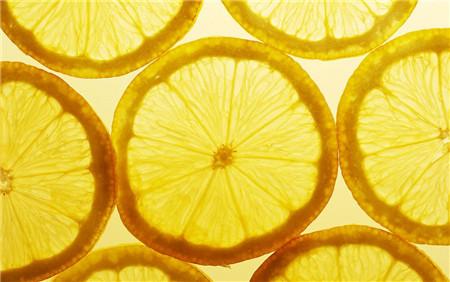 柠檬泡水喝的功效和作用