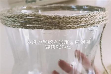 用绳子缠住的可乐瓶