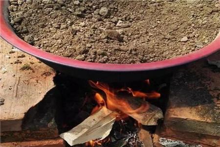 用锅煮花土
