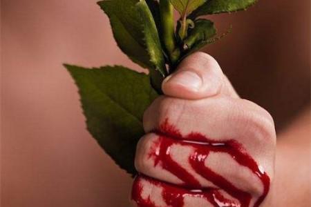 被玫瑰刺扎伤