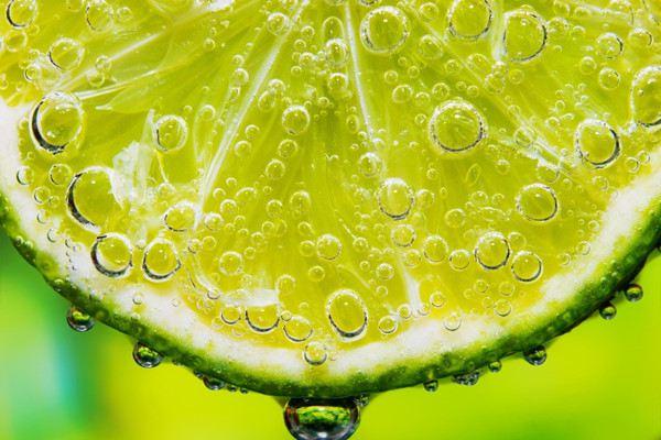 柠檬泡水喝怎么样